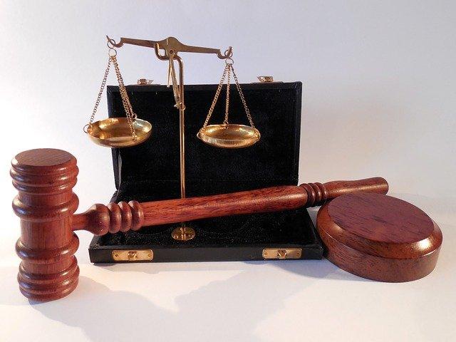 W czym umie nam wspomóc radca prawny? W których rozprawach i w jakich płaszczyznach prawa wspomoże nam radca prawny?